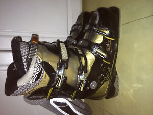Like new Salomon biovent performance downhill ski boots size 9 m