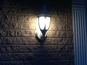Globe Majestic Collection Lamp Post with 3 heads Cornwall Ontario image 3