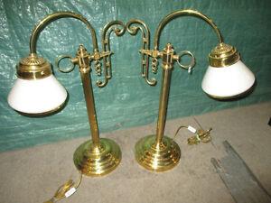paire de lampes de salon style ancien  en laiton et verre