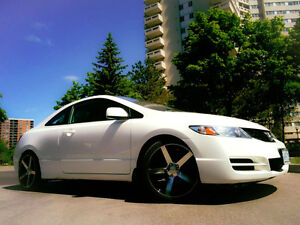 2011 Honda Civic SE Coupe (2 door) + Sunroof + New Winter Tires