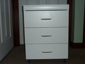 Bedroom 3 Drawer White Bedside Cabinet on Castors