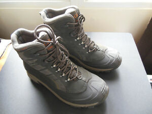 Columbia Bugaboot Omni-Heat BARELY USED Winter Boots Size 11