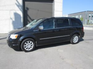 CHRYSLER TOWN & COUNTRY TOURING 2010 DEMARREUR MAGS
