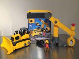 Combo bulldozer et pelle mécanique Caterpillar
