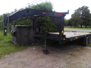 Gooseneck float trailer