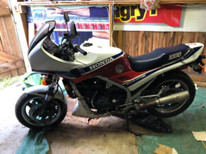 1985 Honda VF1000F Interceptor with Extras For Sale