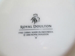 ROYAL DOULTON  Fine China Cups and Saucers Set of four. Kingston Kingston Area image 4