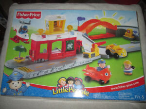 Vtg 2003 Fisher Price Little People 'DISCOVERY AIRPORT'
