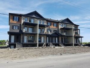 BRAND NEW CONDOS 4 1/2 IN VALLEYFIELD