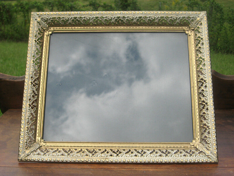How to Paint a Picture Frame Antique Gold