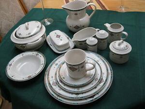 Studio Nova Adirondak set of dinnerware (70 pieces)