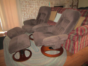 2 dark brown reclining chairs with ottomans, 2 beach chairs