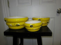 3 Busy Little Bee Ceramic Mixing Bowls!!