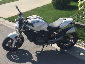 2010 Ducati Monster 696 Mint condition