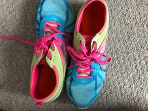 Girl's  saucony runners