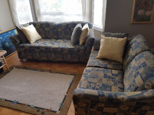 Large 2 Piece Couch in great condition cleaned (6+ Person)