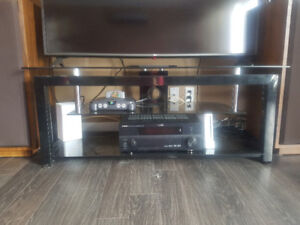 Very sturdy tv table 70$