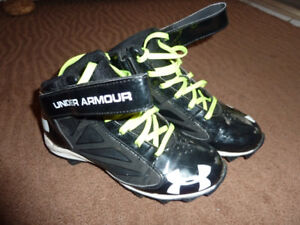 Under Armour Crusher Youth Cleats Size 4