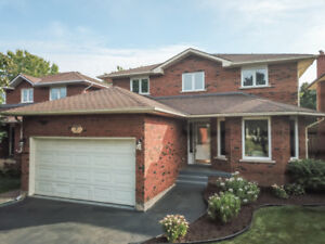 STUNNINGLY RENOVATED 4+2 BEDROOM FAMILY HOME IN GRIMSBY!
