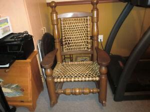 Chaise bercante(berceuse) en érable massif