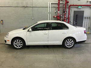 2010 Volkswagen Jetta Sedan 2.5 L Auto, Comes Certified & E-Test Kawartha Lakes Peterborough Area image 2