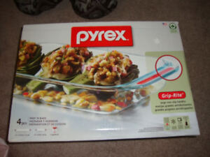 Pyrex 4 Piece Glass Dishes