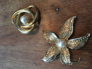 2 gold and pearl brooches costume jewelry