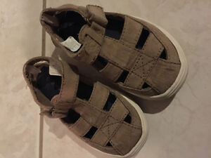 Toddler boy size 6 sandal from old navy - gentle used