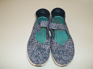 Ladies Skechers Memory foam shoes size 11 $25 PICKUP ONLY