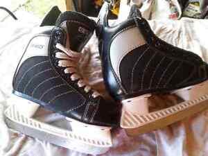 Child's size 11 skates  Cambridge Kitchener Area image 1