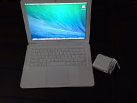 MacBook 13inch, WHITE– Beautiful Condition! MS Office2011