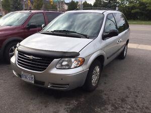 2005 Chrysler Town & Country Minivan