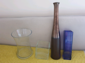 4 Vases
