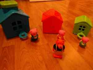 IPlay Three little pigs with houses
