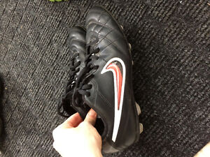 Nike outdoor soccer shoes youth size 5