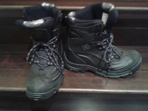 TECHLITE black winter boots - size 7 men's (or teenager)