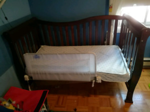 Convertible baby crib and matching dresser