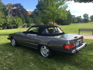 1988 and 1989 Mercedes Benz 560 SL'S