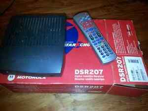 Shaw / Star Choice DSR 207 Digital Satellite Receiver and Dish