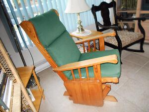 chaises anciennes  819=378-4954