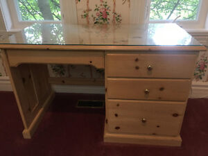 BEAUTIFUL NIGHT TABLE, DESK AND DRESSER SET!!! MUST GO!
