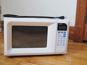 Microwave Emerson MW8669 WC for $45