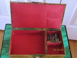 Vintage Swiss-made Egyptian art leather misic box, like new West Island Greater Montréal image 2