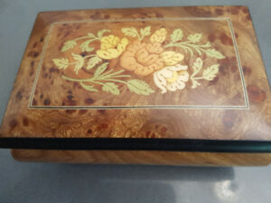 Italian hand crafted floral inlaid jewelry music box