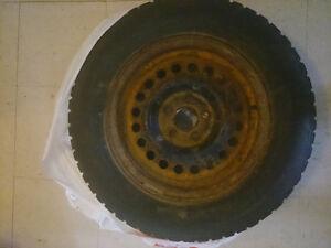 4 pneus hiver Snowtrakker P195/70/R14 avec jantes