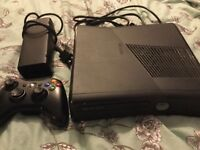 Xbox 360 Slim 250Gb with controller