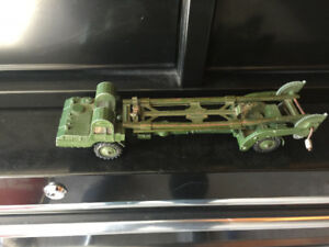 VINTAGE DINKY MILITARY DIECAST VENICLE 666 MISSILE LAUNCHER!!