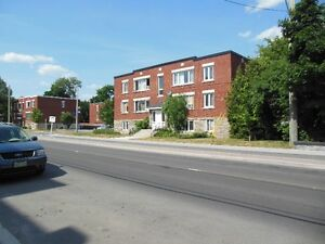 SUPERB 2 BEDROOM APT FOR RENT IN WESTBORO (HEAT/WATER INCL.)