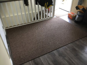 5 BY 7  BROWN RUG + 3.9 BY 2.6 MAT