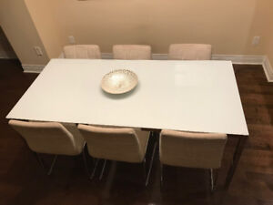 For sale - Glass Dining Table Set with 6 chains